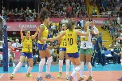 Brasil vence a Itália e termina fase de classificação invicto e na liderança